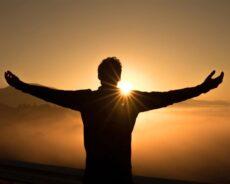 Kelimelerin Büyüsü: Hayatınız Hakkında Nasıl Konuştuğunuz Neden Önemlidir?