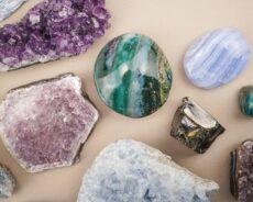 Taş veya Kristal Takı Takmanın 6 Önemli Faydası